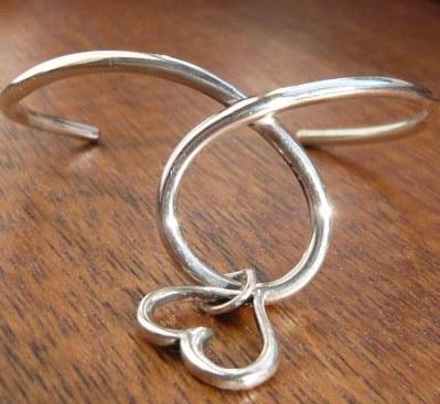 Heart loop bracelet