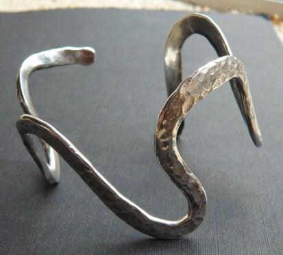 Wavy silver bracelet