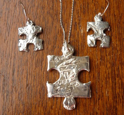 Silver textured jigsaw set