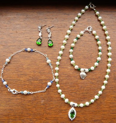 Lab emerald and pearl set