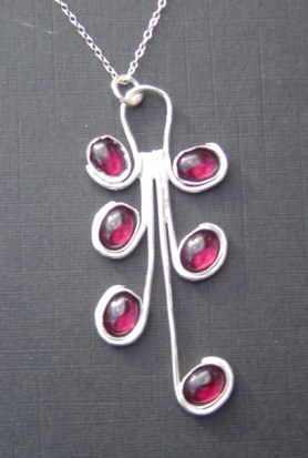 Garnet curvy pendant