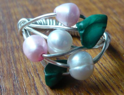 Pearl and emerald chip ring